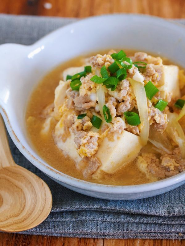材料入れて煮るだけ5分♪『豆腐とひき肉の甘辛卵とじ』