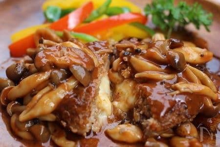 和風ハンバーグソースの定番&人気レシピ5選。おろしでさっぱり、にんにくでガッツリ