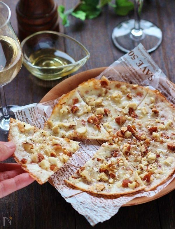 カリカリ!スライスチーズとナッツのピザ風