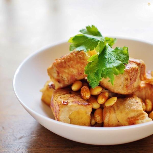 厚揚げの薄切り肉巻と大豆の甘辛炒め