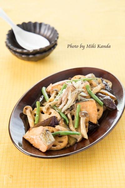 鮭と秋野菜の香味甘酢炒め