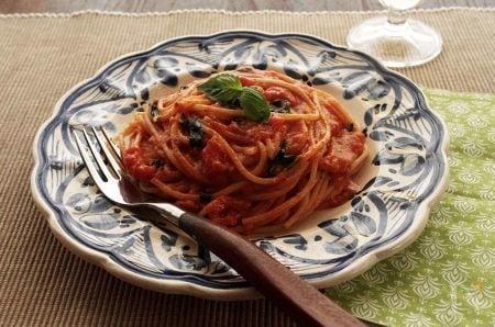 4. アーモンドスプレッドで濃厚トマトパスタ