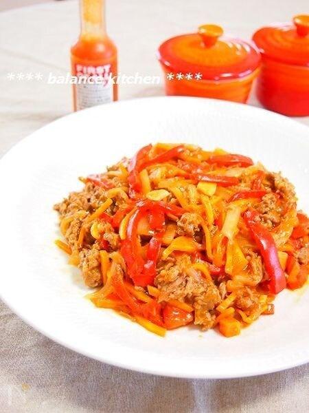 牛肉と赤野菜のスパイシーケチャップ炒め