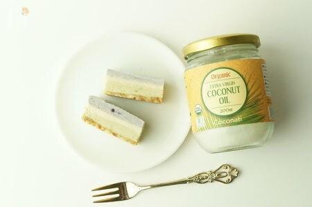 1. 抹茶とマキベリーのローケーキ