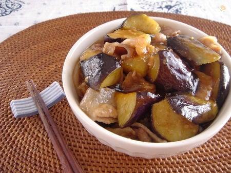 豚小間肉と茄子の甘味噌丼。