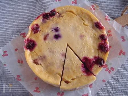 ベリー・ベイクド・ヨーグルトケーキ。