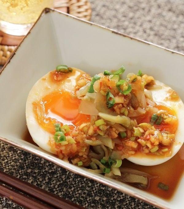 半熟卵とザーサイの中華風ピリ辛だれ