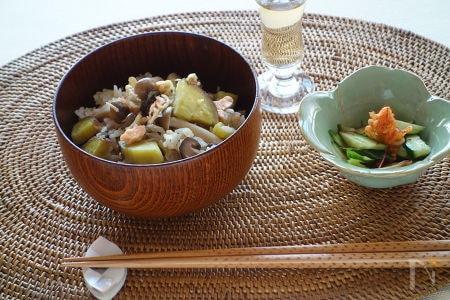 2. 秋の味覚たっぷりの炊き込みご飯