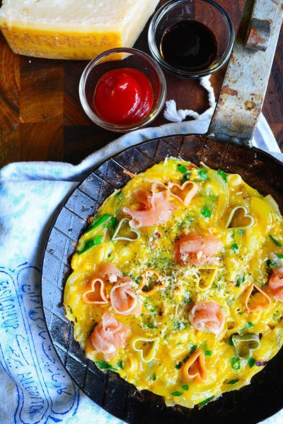 パルミジャーノとパルマハムのフリッタータ実は簡単お洒落卵焼