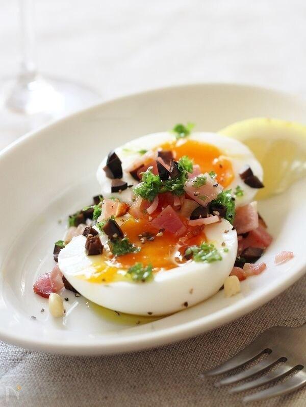 半熟卵とパセリとベーコンの簡単おつまみ