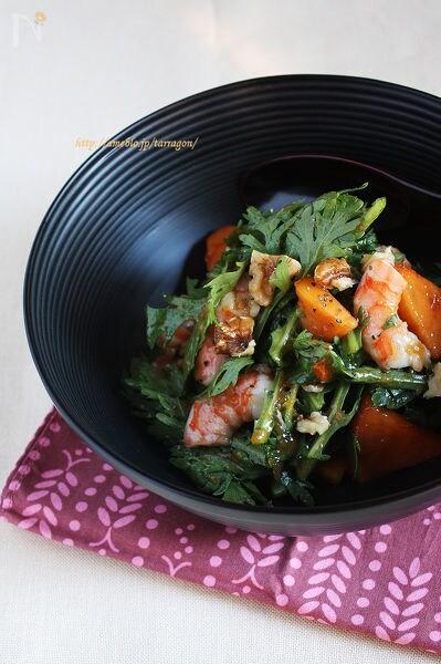 しゃきしゃき春菊と海老の柿サラダ