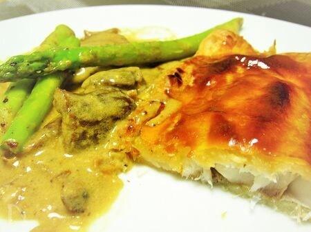 真鯛のパイ包み焼き~ポルチーニ茸たっぷりクリームソース添え~
