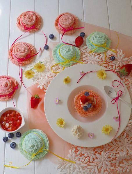 パステルの帽子型メレンゲ菓子