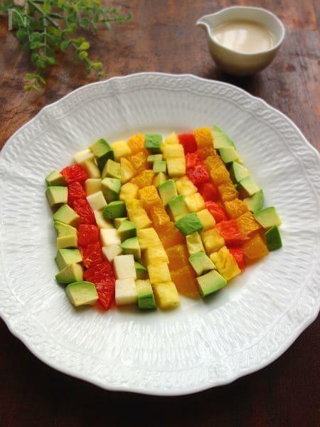 アボカドとフルーツのチョップドサラダ