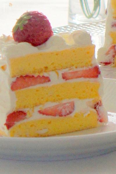 お子さま向けふわふわショートケーキ