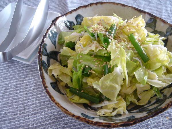 春キャベツとしらすのシンプルサラダ。