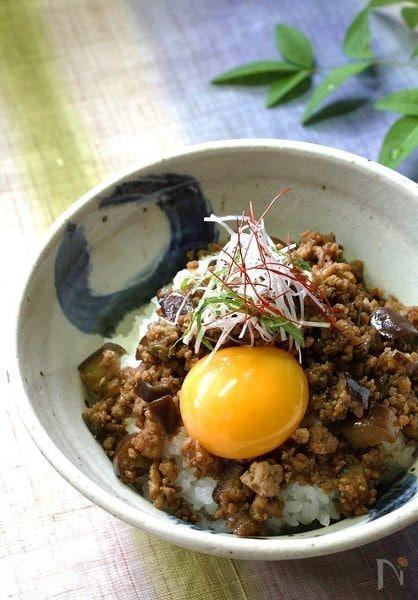 ピリ辛茄子の豚味噌丼