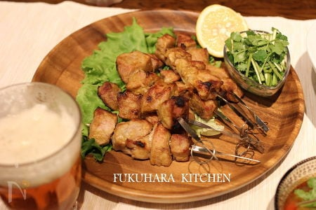 豚ヒレ肉で作るタイ風串焼き
