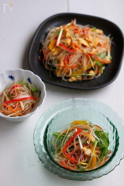 3. フライパンひとつで完成、簡単春雨サラダ