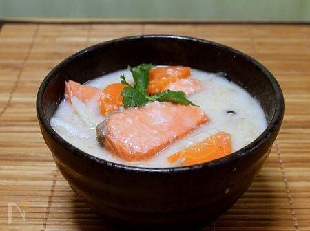 身体ほっこり「紅鮭の粕汁」